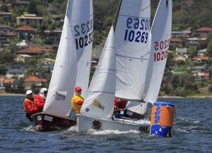 Close competition at the windward mark